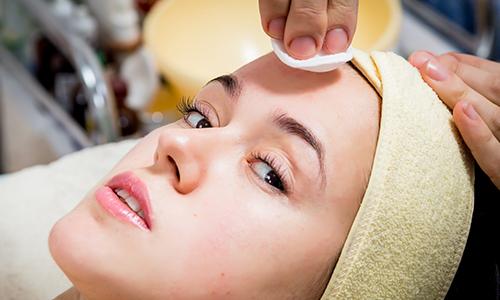 La importancia de una buena higiene facial